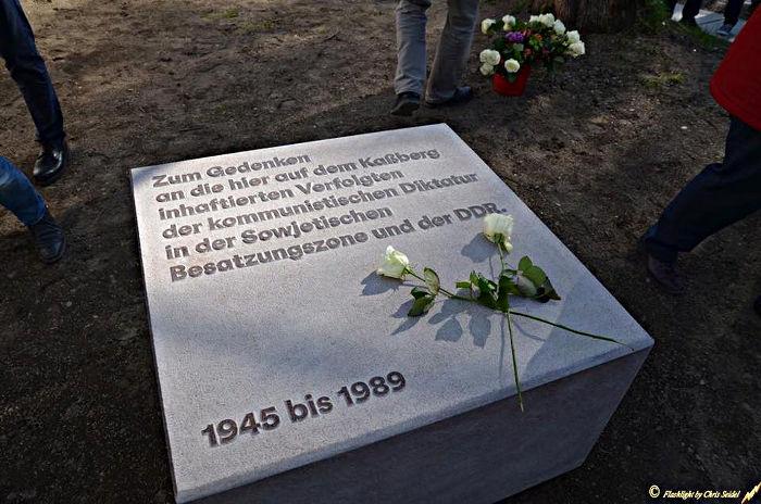 Bild 12: Zum Gedenken an die hier auf dem Kaßberg inhaftierten Verfolgten der kommunistischen Diktatur in der Sowjetischen Besatzungszone und der DDR