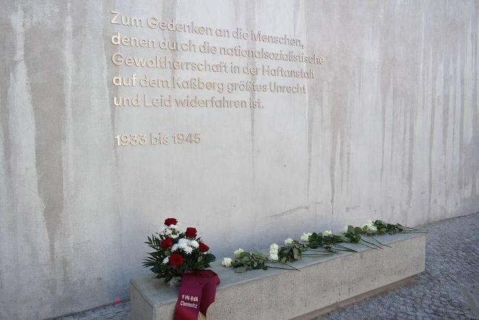 Bild 4: Heute gibt es einen Gedenkort, der an die Menschen erinnert, denen durch die nationalsozialistische Gewaltherrschaft in der Haftanstalt auf dem Kaßberg größtes Unrecht widerfahren ist