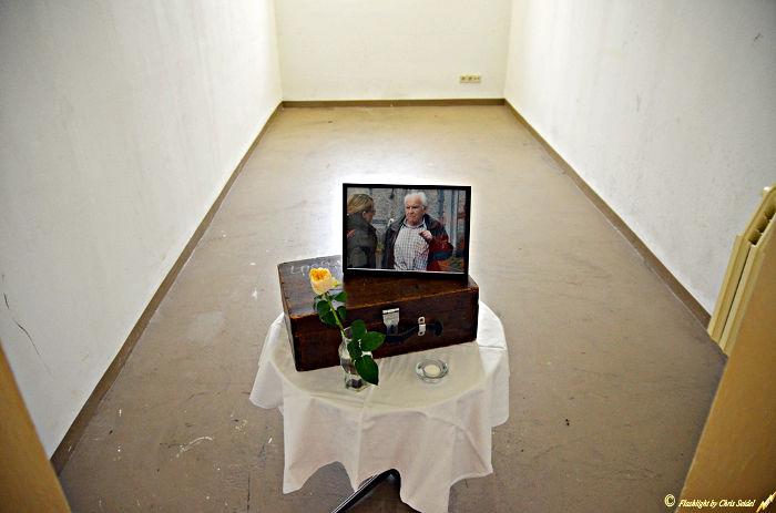 """Bild 9: Jedes Jahr zur Museumsnacht erinnert der Verein an Wolfgang Looß. Wegen – angeblicher – """"Werwolf""""-Tätigkeiten kam er im Oktober 1945 in die Untersuchungshaftanstalt auf den Kaßberg, bevor er 1947 von Bautzen aus nach Sibirien zur Zwangsarbeit verschleppt wurde, Aufnahme vom Mai 2017 (Foto: Chris Seidel)"""